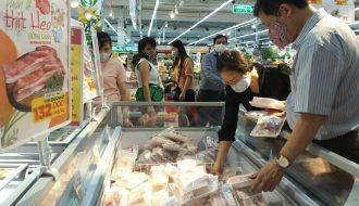 Thị trường thịt gà biến động với gà giá rẻ - Người nuôi thua lỗ